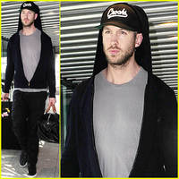 Calvin Harris Gives Rihanna Major Props on Twitter